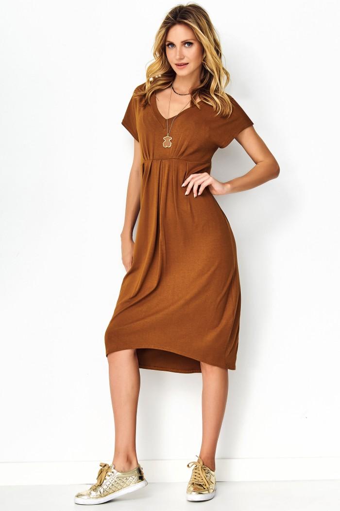 Asymetryczna sukienka z wiskozy camelowa M534