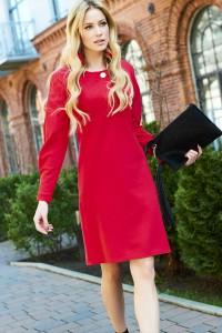 Sukienka ze złotym guzikiem na dekolcie czerwona M423