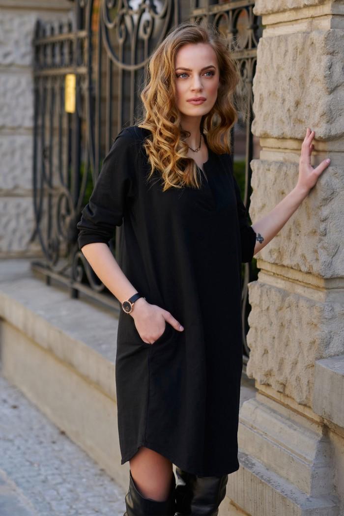 Bawełniana sukienka z aplikacją na plecach czarna L11