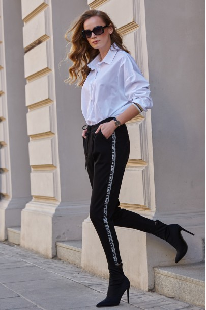 Czarne spodnie z logowaną...