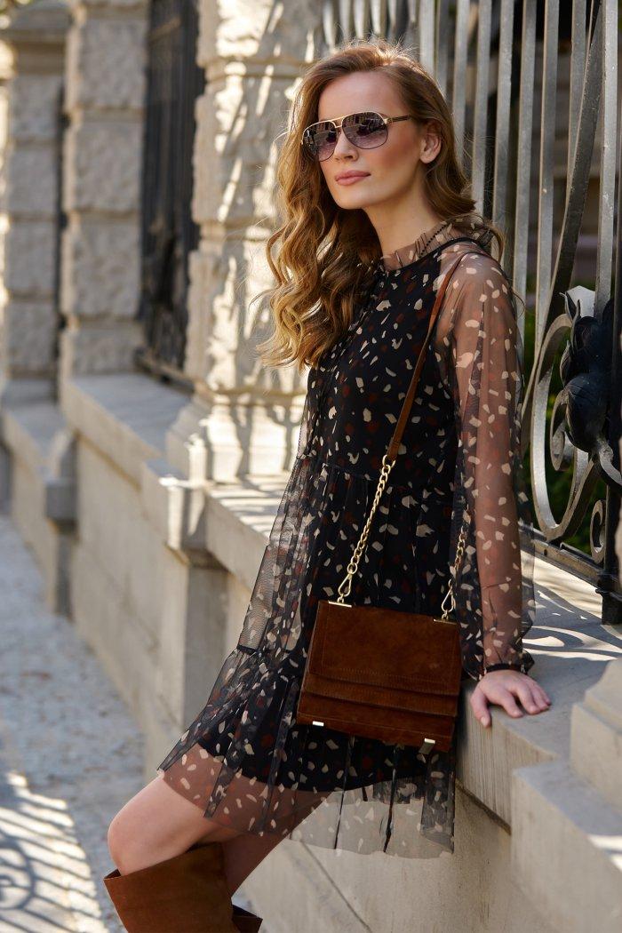 Czarna tiulowa sukienka w cętki z halką L3
