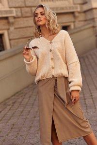 Sweter damski w serek z guzikami jasny beż S110