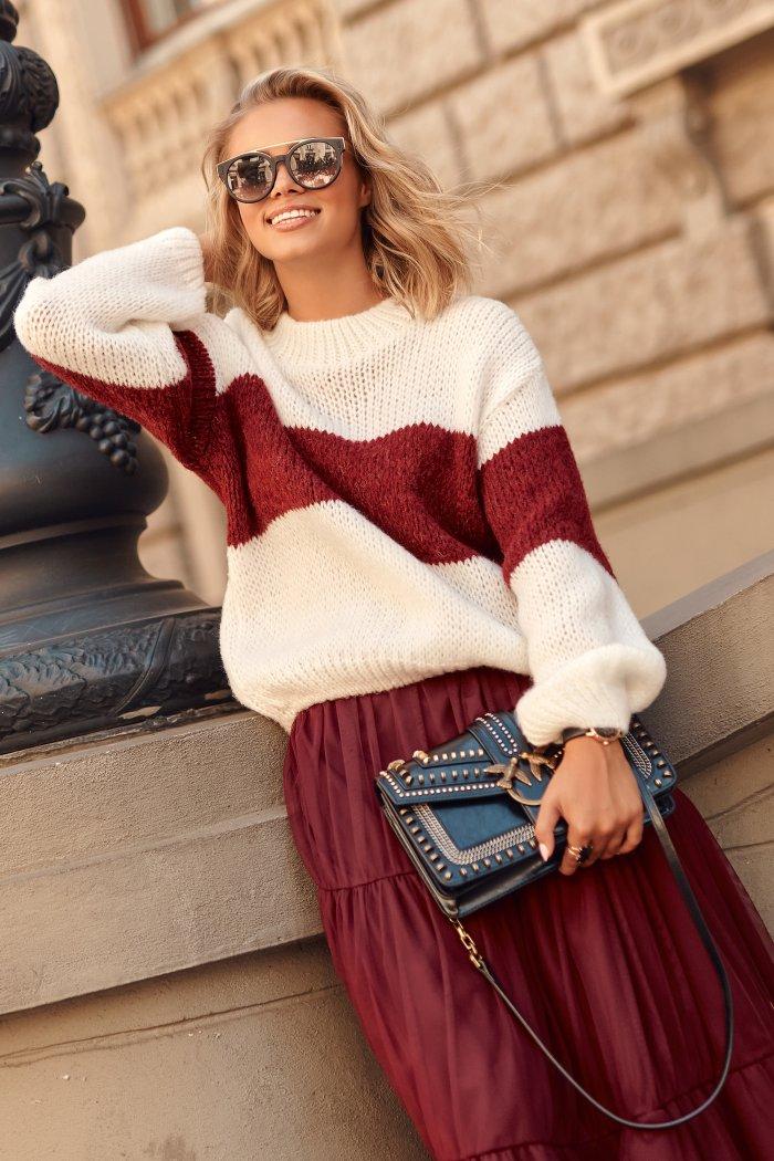 Sweter w paski ze ściągaczami ecru z bordowym S102