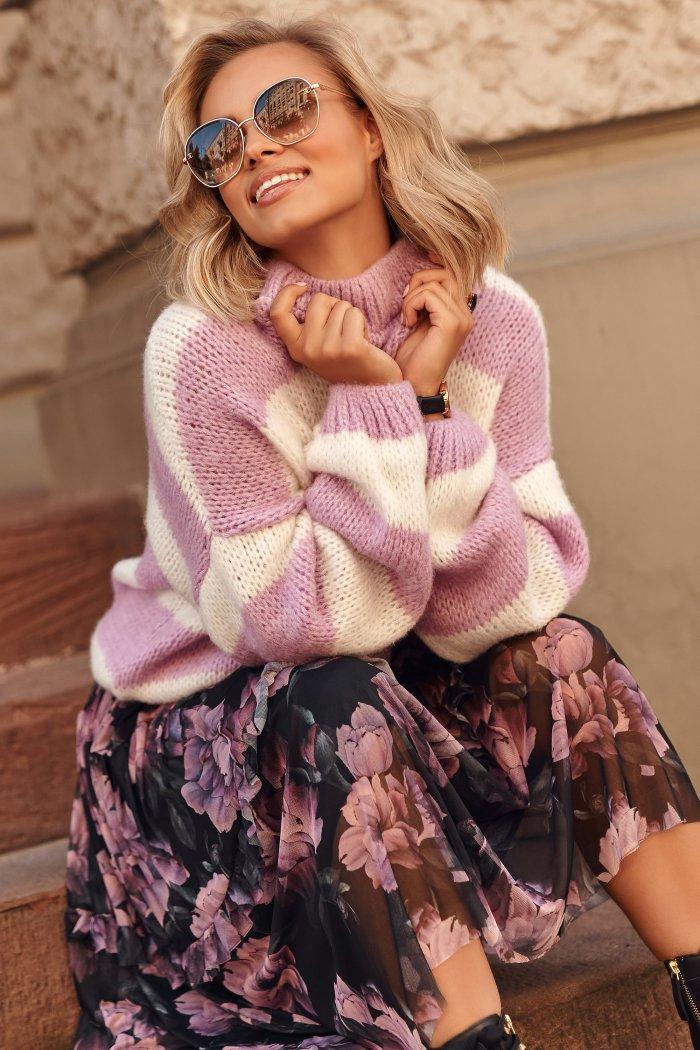 Luźny sweter w paski ze ściągaczami lila-ecru S106