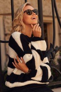 Luźny sweter w paski ze ściągaczami czarny-ecru S106