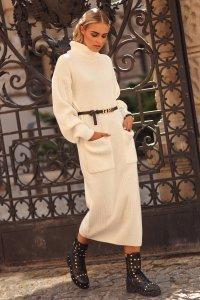 Dzianinowa sukienka z golfem i kieszeniami ecru S105