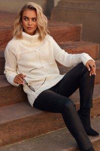 Sweter damski z golfem ecru S107
