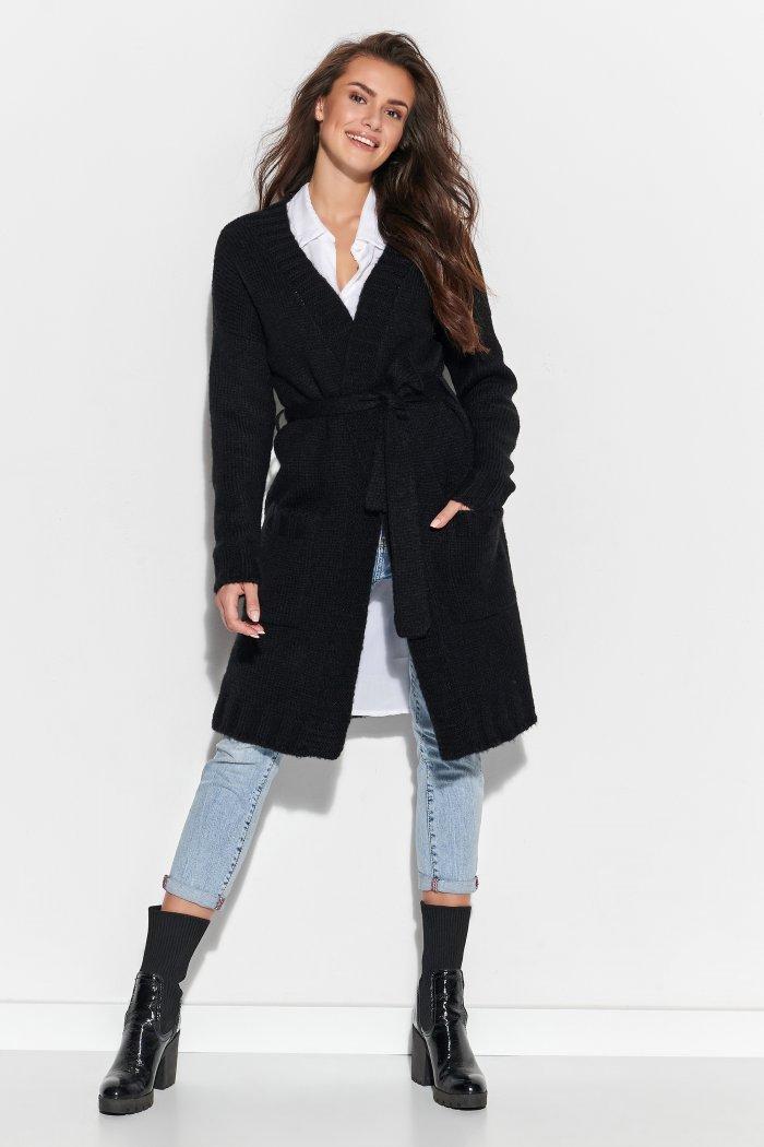 Długi sweter z paskiem i kieszeniami czarny NU_S76
