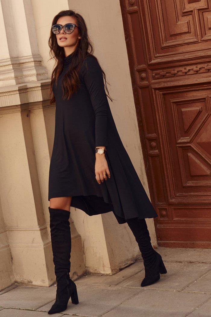 Asymetryczna sukienka z golfem czarna NU323