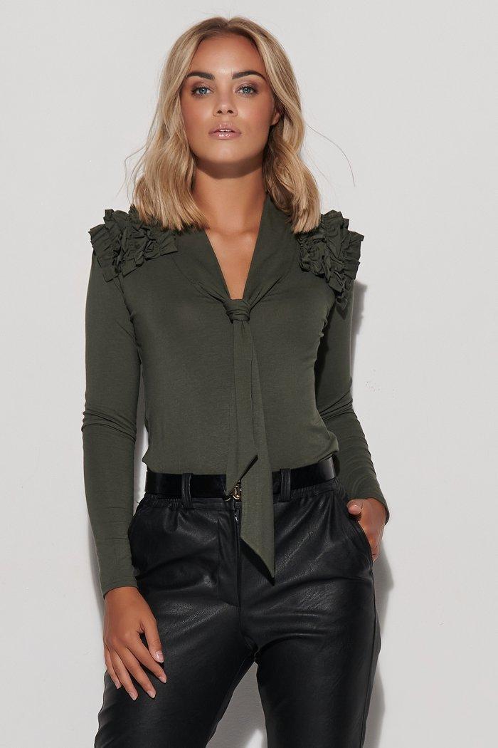 Bluzka z wiązaniem i falbankami na ramionach khaki M591