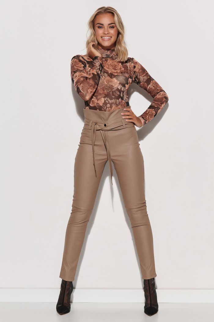 Skórzane spodnie damskie z wysokim stanem i paskiem beżowe M616