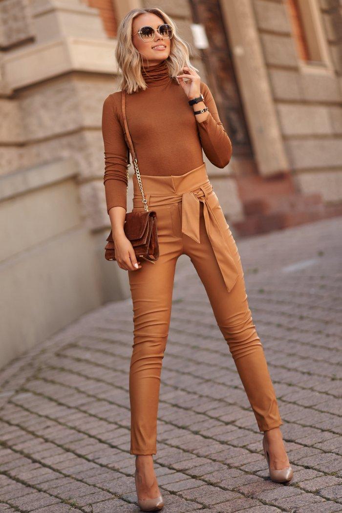 Skórzane spodnie damskie z wysokim stanem i paskiem camelowe M616