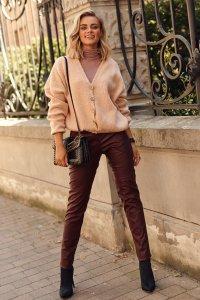 Klasyczne spodnie damskie z ekoskóry śliwkowe M617