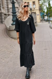 Długa sukienka dresowa z bufiastymi rękawami i ozdobną aplikacją czarna M690