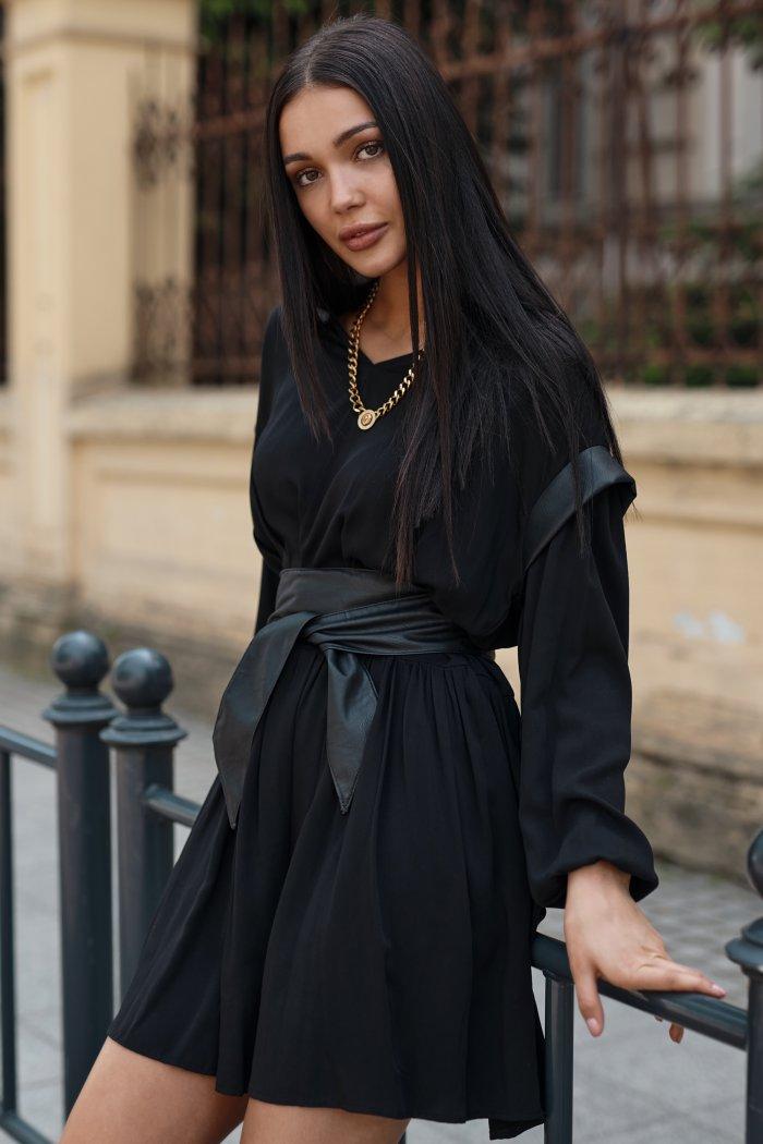 Zwiewna sukienka wiskozowa z elementami ekoskóry czarna NU365
