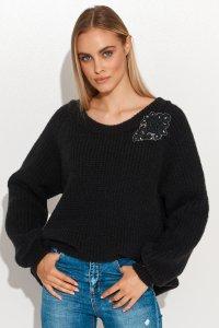 Moherowy sweter z błyszczącą naszywką czarny S116