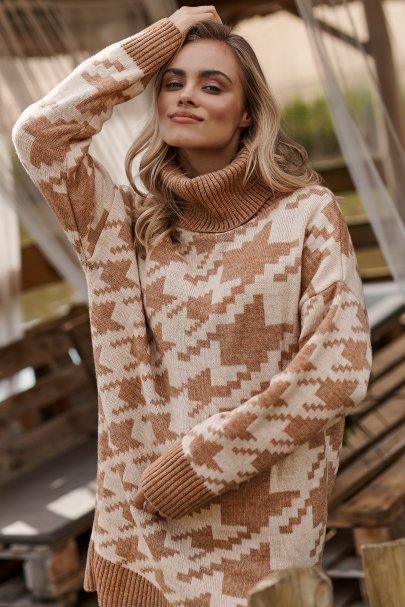 Długi sweter damski pepitka...