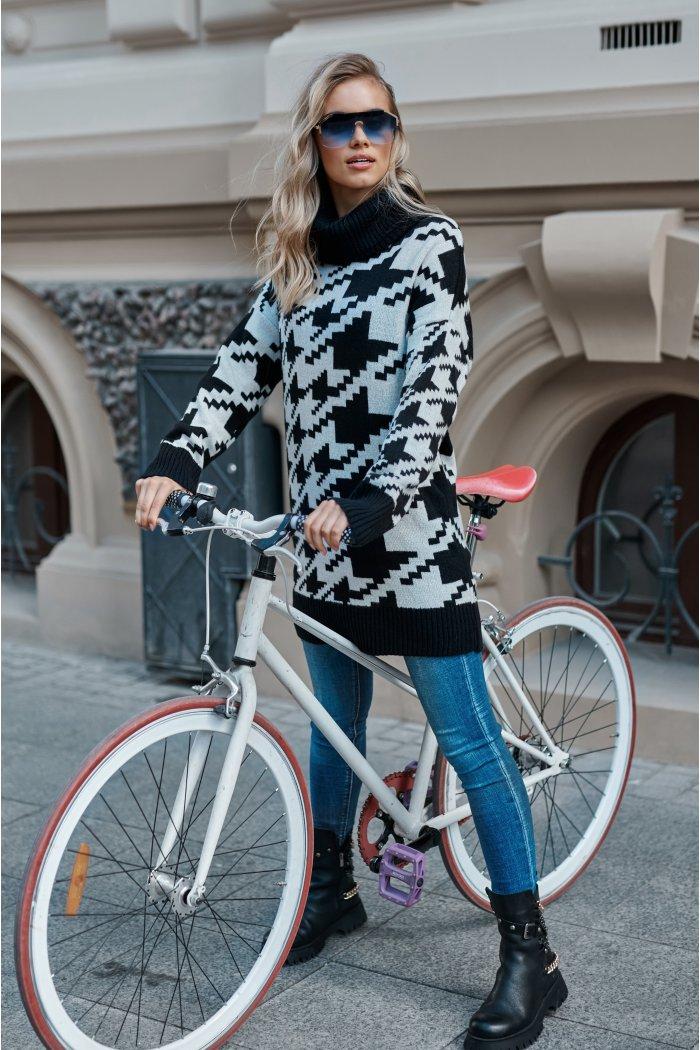 Długi sweter damski pepitka z golfem czarny-ecru S118