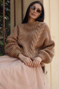 Sweter damski wkładany przez głowę ochra NU_S84