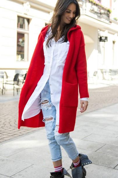 Sweter czerwony z kapturem...