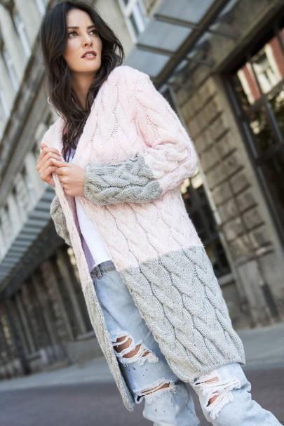 Sweter różowy z kapturem...