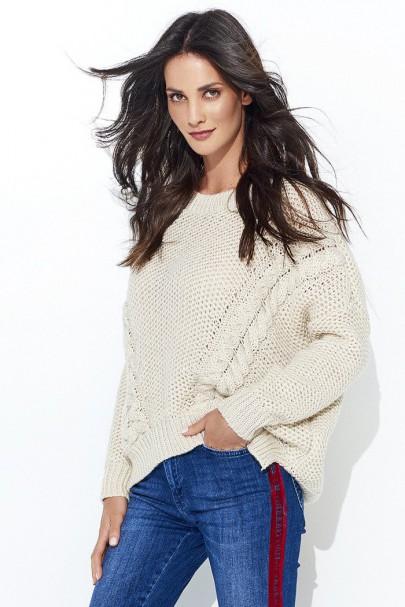 Sweter beżowy z warkoczami...