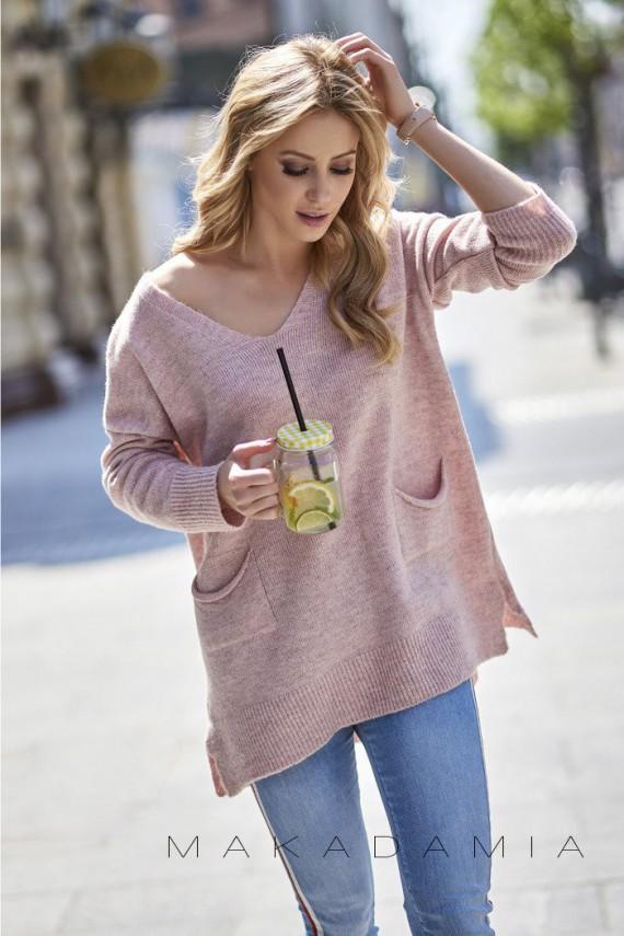 Sweter różowy z kieszeniami...