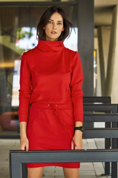 Sukienka czerwona z golfem...