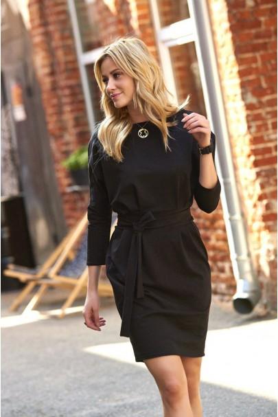 Sukienka czarna z paskiem M460