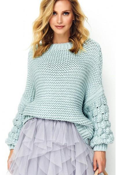 Sweter błękitny z szerokimi...