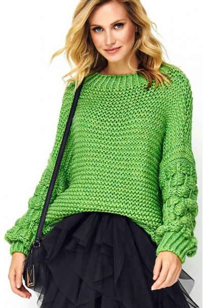 Sweter z szerokimi rękawami...