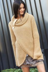 Sweter camelowy z golfem NU_S43