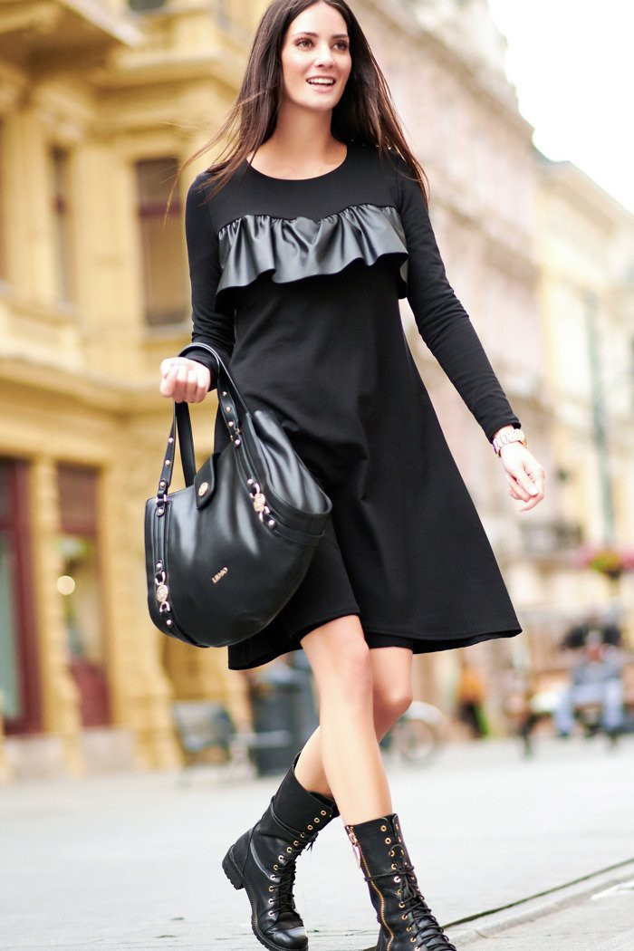 Dresowa sukienka z falbaną z eko-skóry czarna NU215