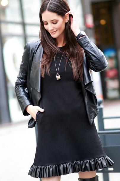 Sukienka czarna z falbanką...