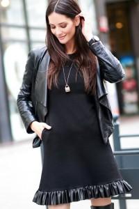Sukienka czarna z falbanką z eko-skóry NU226
