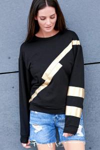 Bluza czarna ze złotą aplikacją NU210