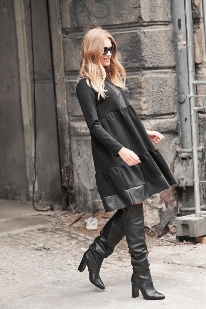 Sukienka poszerzana z eko-skórą czarna NU233