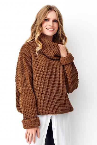 Sweter z golfem brązowy NU_S71