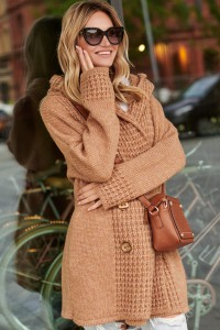 Sweter z guzikami camelowy S90