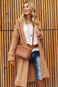 Sweter z warkoczami camelowy S95