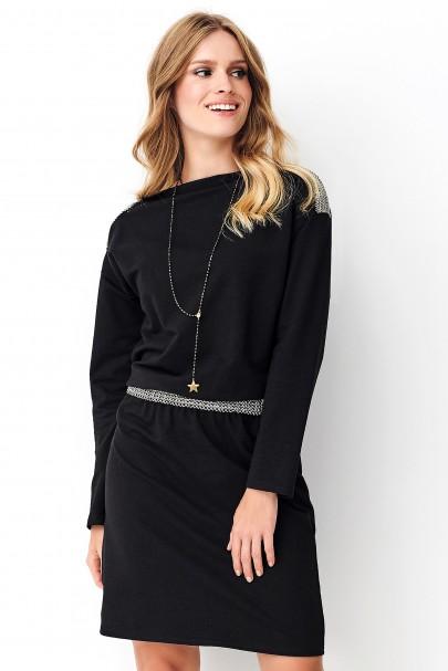 Czarna sukienka z ozdobną...