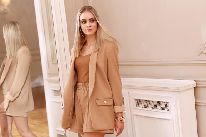 Jak modnie ubierać się do pracy latem? Przegląd letnich stylizacji do biura